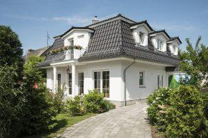 Roth Massivhaus - Haus Föhr mit Mansarddach - Seitenansicht