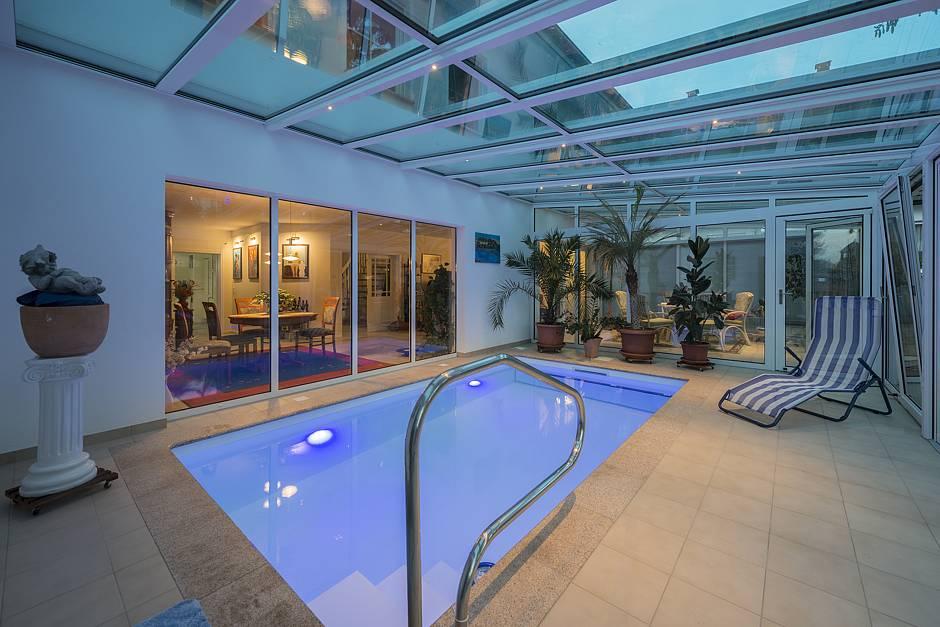 Bau gmbh roth stadtvilla messina jetzt auf haus des - Wintergarten mit pool ...