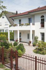 Roth Massivhaus - Stadtvilla Messina - Terrasse mit Balkon