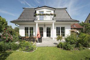 Roth Massivhaus - Haus Föhr mit Mansarddach