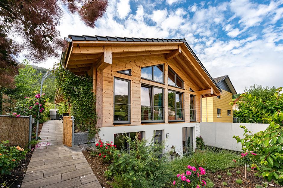Fullwood-Wohnblockhaus-Gilgenbergerland-Vorgarten